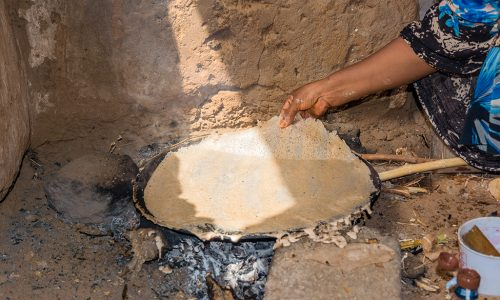 Traditional bread baking in Sudan © Ulrike Nowotnick.