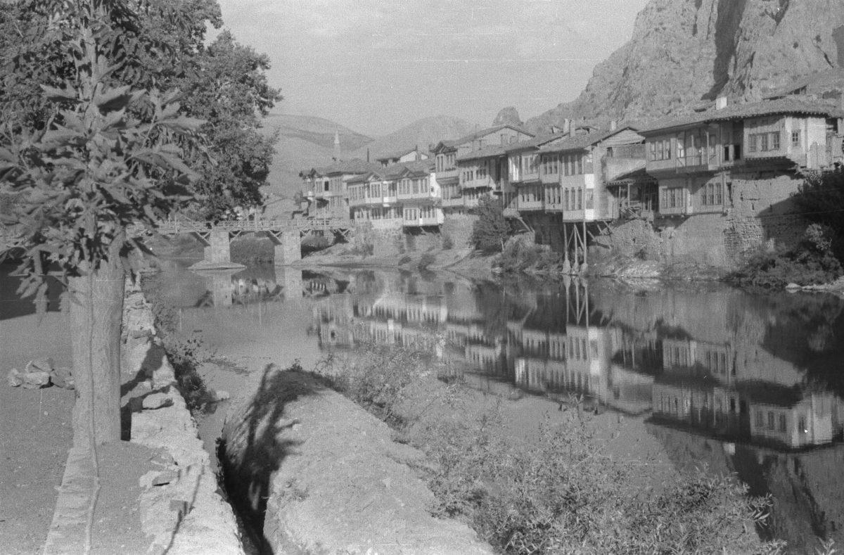 A. Eckstein, Yeşilırmak Kenarında Evler, Amasya, 1937