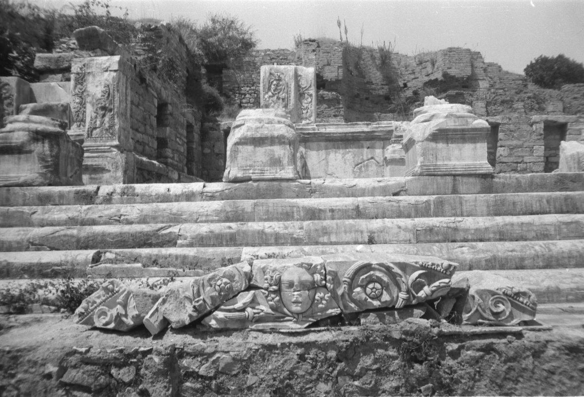 A. Eckstein, Celsus Kütüphanesi, Efes, 1938