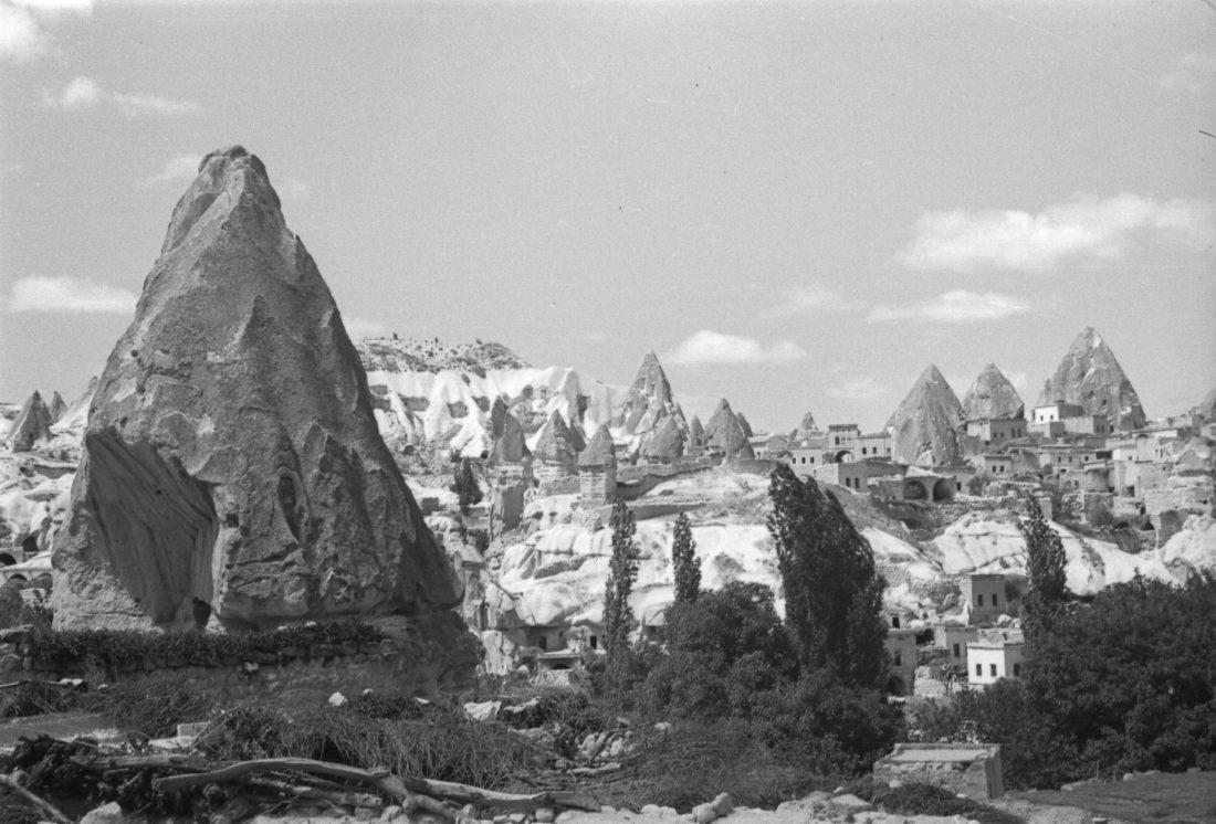A. Eckstein, Tüf Kayaları ve Maǧara Konutları, 1949