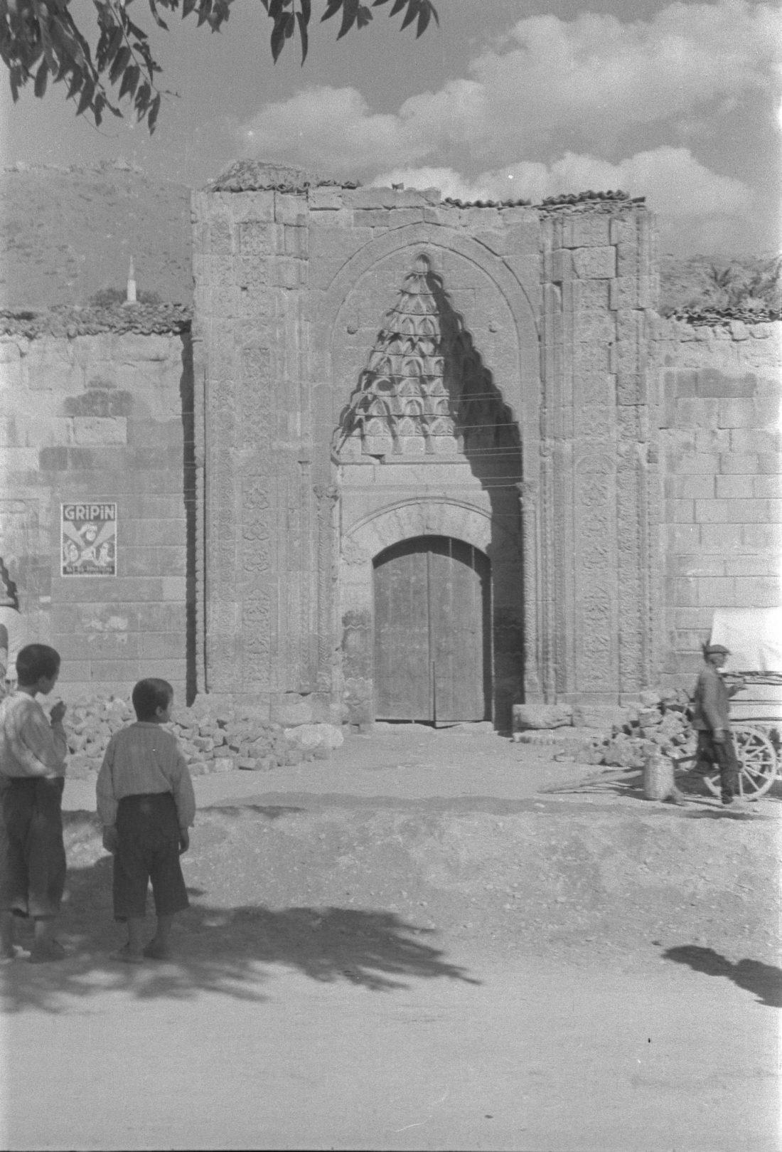 A. Eckstein, Tımarhane Girişi, Amasya, 1937