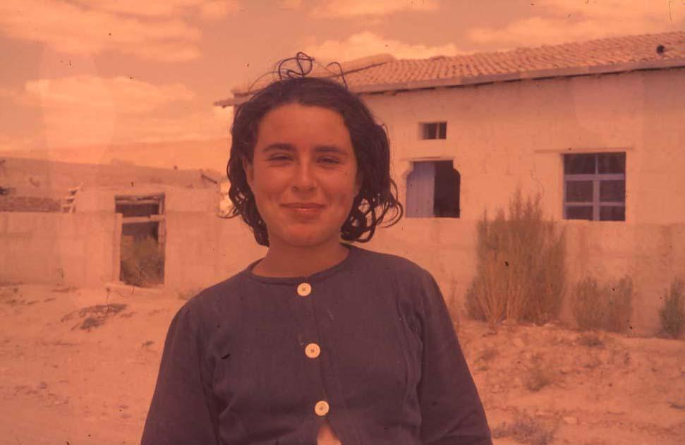 E. Eckstein, Genç Bir Kız, Avanos